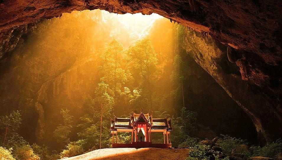 Phraya Nakhon là hang động nổi tiếng của Thái Lan