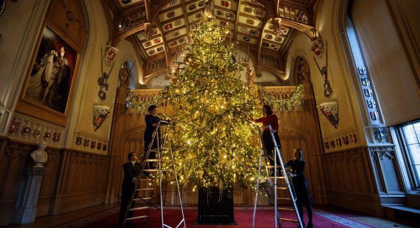 """Choáng ngợp 12 cây thông Noel đẹp và """"khủng"""" nhất năm 2017"""